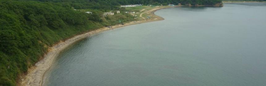Первая часть пляжа ближе к горе