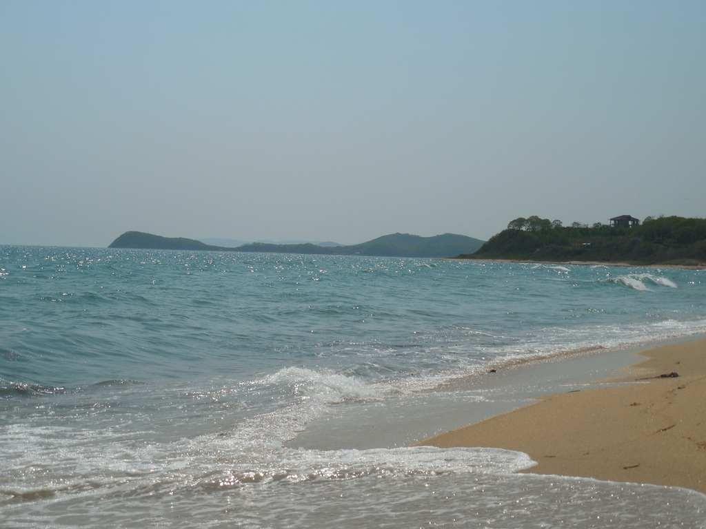 Вода на пляже Ливадии