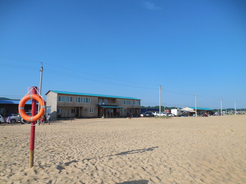 Песок на пляже в Ливадии