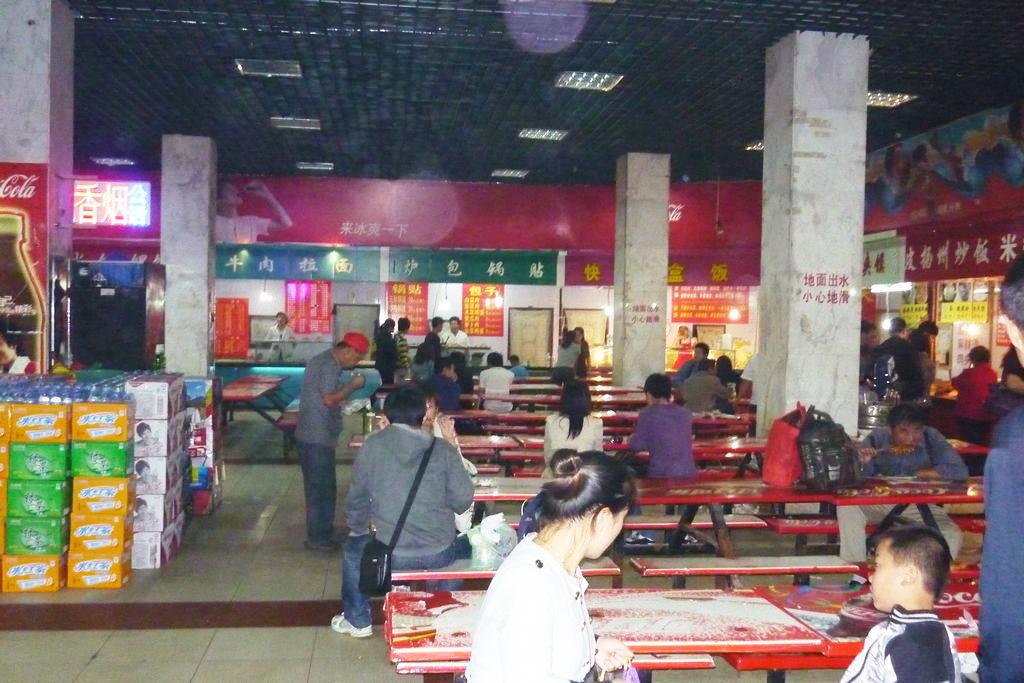 подземная забегаловка в Циндао