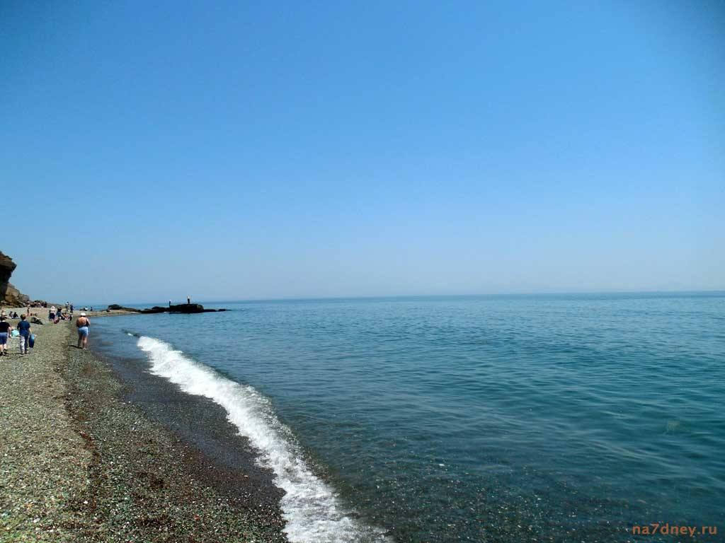вид берега в бухте Стеклянной